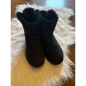Uggs Short Black Bailey Bow Size 8
